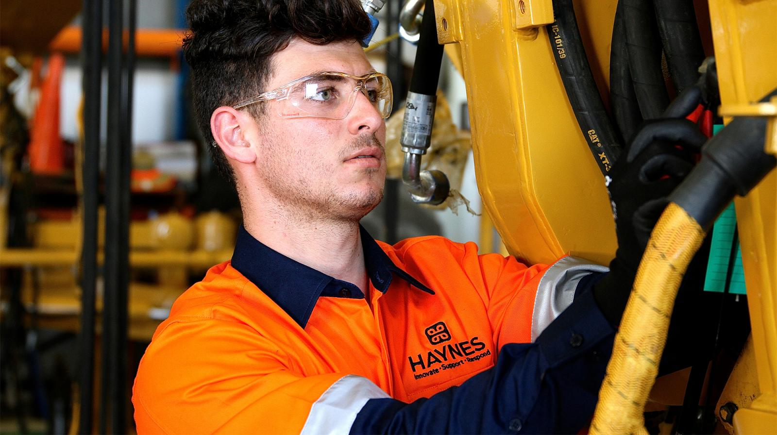 Heavy Mobile Diesel Fitters Dawson Mine Workshop Rockhampton-iMINCO.net Mining Information