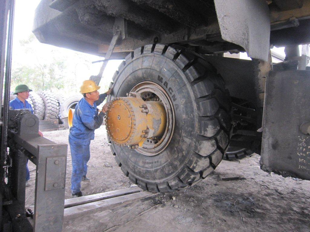 Heavy Duty Tyre Fitter Open Cut Coal Mining Bowen Basin QLD