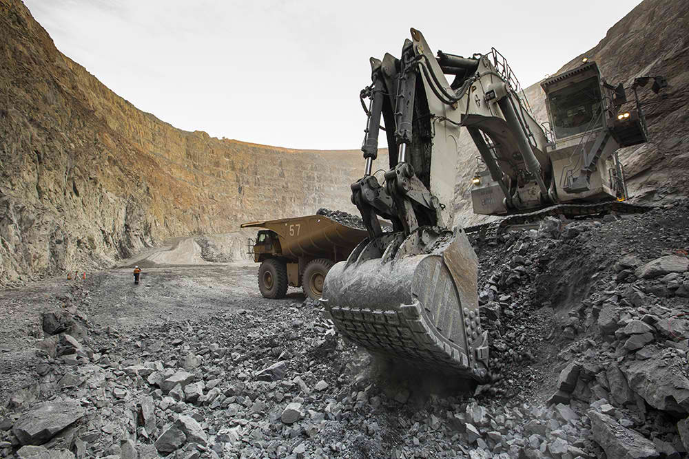 Single Skilled Excavator Heavy Mobile Coal Mining Operators QLD-iMINCO.net Mining Information